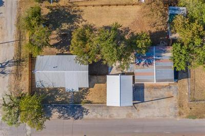 510 W 4TH ST, Breckenridge, TX 76424 - Photo 2