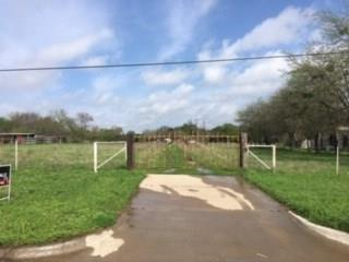 1701 E WINTERGREEN RD, Hutchins, TX 75141 - Photo 2