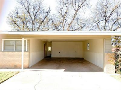 613 N PLANTS ST, Seymour, TX 76380 - Photo 2