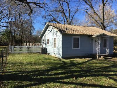 212 N AVENUE I, Clifton, TX 76634 - Photo 1