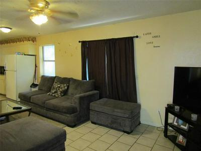 519 W 7TH ST, Clarksville, TX 75426 - Photo 2