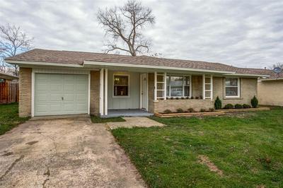 322 W CORAL WAY, GRAND PRAIRIE, TX 75051 - Photo 2