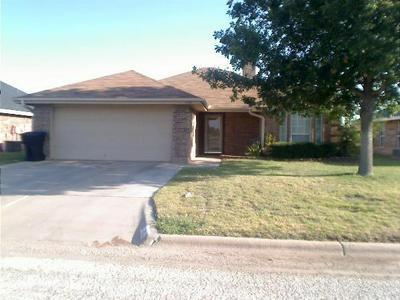 1142 NOTRE DAME ST, Abilene, TX 79602 - Photo 1