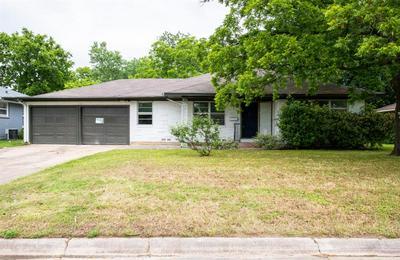 1218 BELMONT ST, Gainesville, TX 76240 - Photo 2