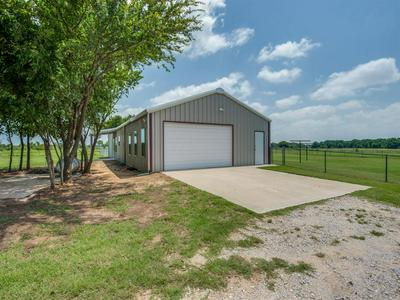 433 FRUITLAND RD, Bowie, TX 76230 - Photo 2