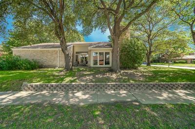 2013 TREEHOUSE LN, Plano, TX 75023 - Photo 2