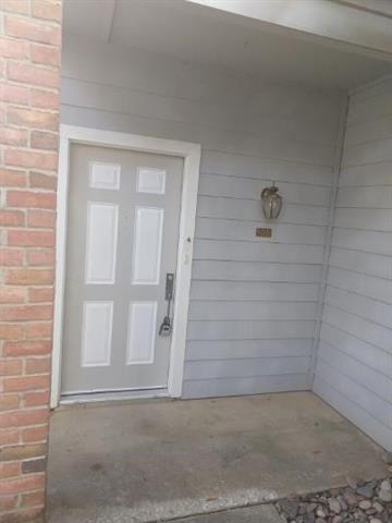 2105 SAINT MICHAELS DR UNIT 105, Arlington, TX 76011 - Photo 2