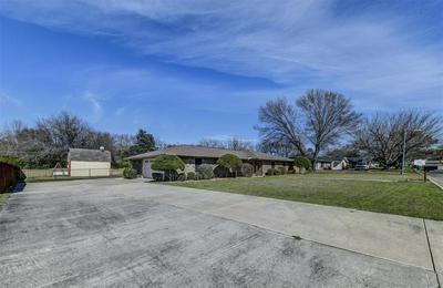 305 BROOKHOLLOW ST, DECATUR, TX 76234 - Photo 2