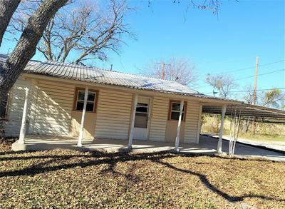 900 W WALCOTT AVE, Comanche, TX 76442 - Photo 1