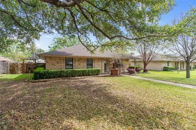 2304 WILLIAM CIR, ENNIS, TX 75119 - Photo 1