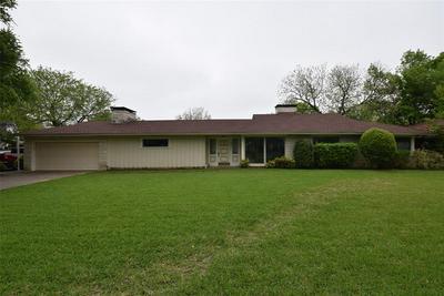 921 E FRANKLIN ST, HILLSBORO, TX 76645 - Photo 1