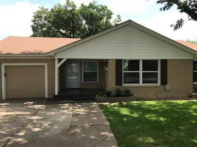 3705 PARK RIDGE BLVD, Fort Worth, TX 76109 - Photo 2