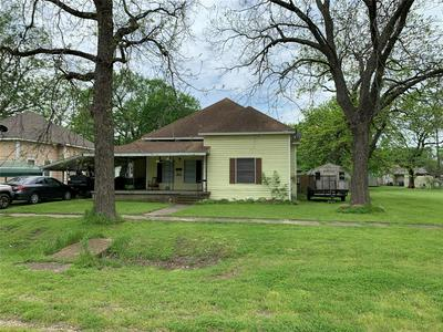 505 N CYPRESS AVE, Hubbard, TX 76648 - Photo 1