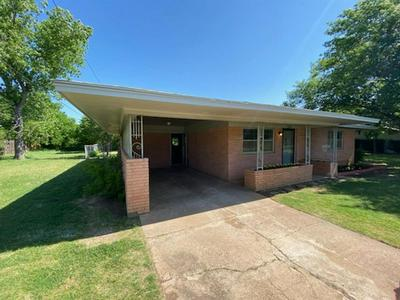 1214 HIGHLAND DR, Olney, TX 76374 - Photo 2
