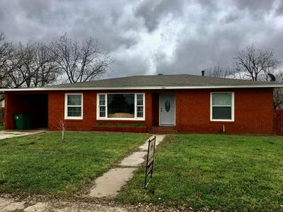 1702 CLINE ST, GOLDTHWAITE, TX 76844 - Photo 1