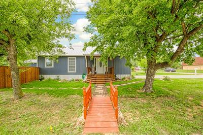 108 E HENDERSON ST, Itasca, TX 76055 - Photo 2