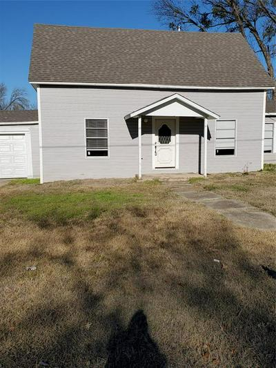 518 W MCCART ST, KRUM, TX 76249 - Photo 1