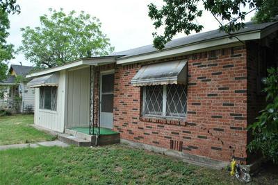 1403 N AUSTIN ST, Comanche, TX 76442 - Photo 2