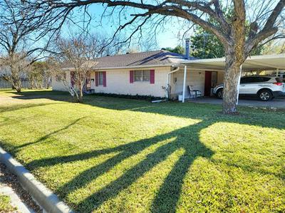 914 HACKBERRY ST, Clifton, TX 76634 - Photo 1