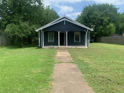 1812 FRANKLIN AVE, Bonham, TX 75418 - Photo 1