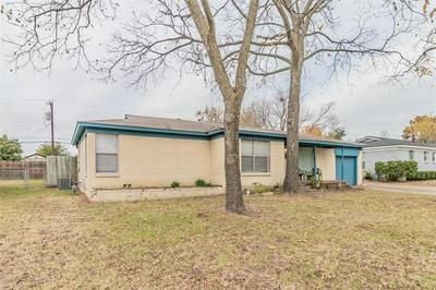 829 GLENDA DR, Bedford, TX 76022 - Photo 2