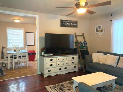 607 S TAYLOR ST, Gainesville, TX 76240 - Photo 2