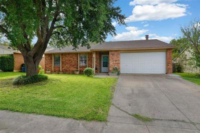 6808 GLENHURST DR, North Richland Hills, TX 76182 - Photo 2