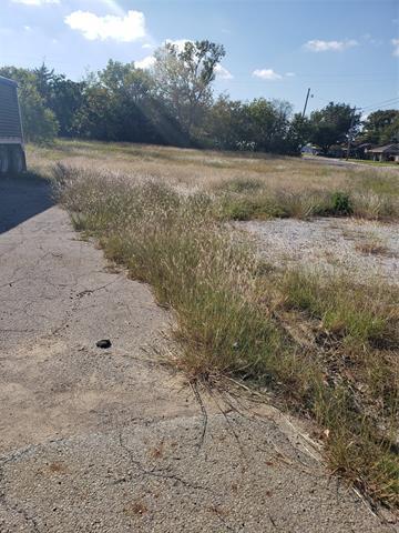 617 N UNION ST, Whitesboro, TX 76273 - Photo 2