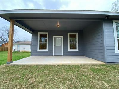 307 HURON ST, Cleburne, TX 76031 - Photo 2