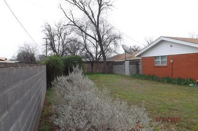 922 W LAKE DR, HAMLIN, TX 79520 - Photo 2