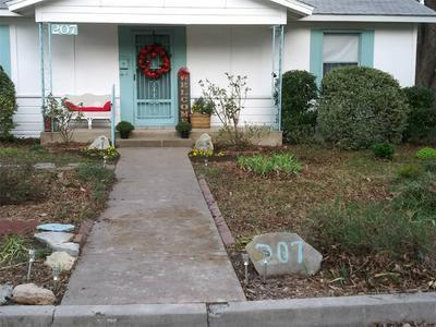 207 N AVENUE I, CLIFTON, TX 76634 - Photo 1