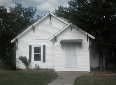 704 N CHURCH ST, Decatur, TX 76234 - Photo 1