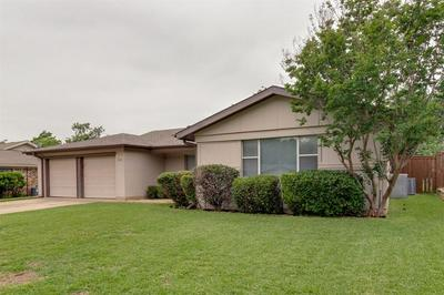 912 CLEBUD DR, Euless, TX 76040 - Photo 2