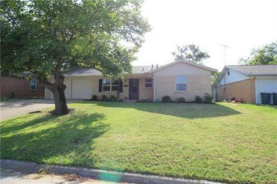 713 RANGER ST, Euless, TX 76040 - Photo 2