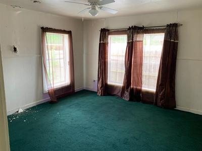 104 W WHELAN ST, Jefferson, TX 75657 - Photo 2