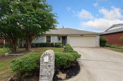 5519 ROYAL MEADOW LN, Arlington, TX 76017 - Photo 2