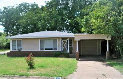 216 E 8TH ST, COLEMAN, TX 76834 - Photo 1