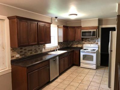 308 W COLLEGE ST, Fairfield, TX 75840 - Photo 2
