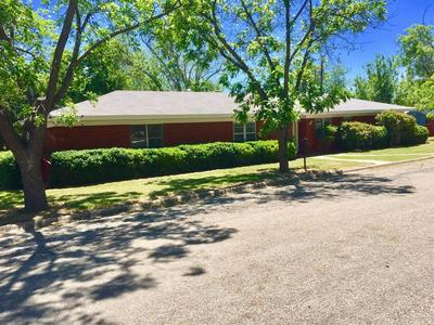 401 DALLAS ST, Coleman, TX 76834 - Photo 1