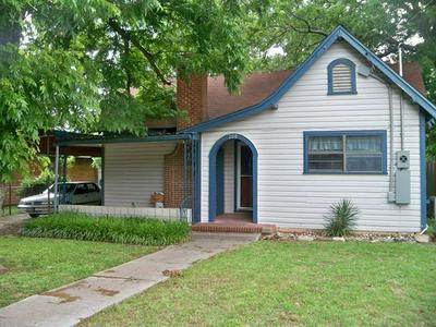 208 E 9TH ST, Coleman, TX 76834 - Photo 1