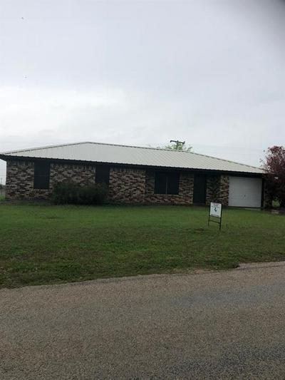 105 SLATON DR, BOWIE, TX 76230 - Photo 1