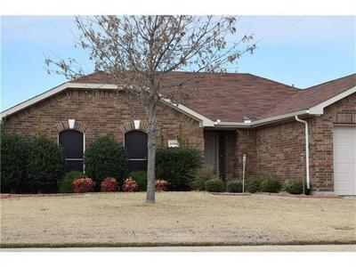 1006 REMINGTON RANCH RD, Mansfield, TX 76063 - Photo 2