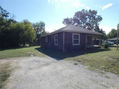 711 S MEDORA ST, Terrell, TX 75160 - Photo 2