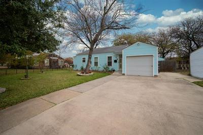 2924 EASTRIDGE DR, Haltom City, TX 76117 - Photo 2