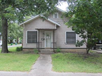 920 N COMMERCE ST, Gainesville, TX 76240 - Photo 1