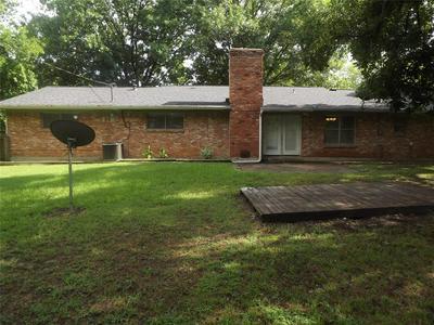 401 GLEN OAKS RD, Bonham, TX 75418 - Photo 2
