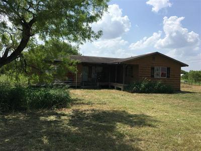 603 SAINT JAMES AVE, Pleasanton, TX 78008 - Photo 2