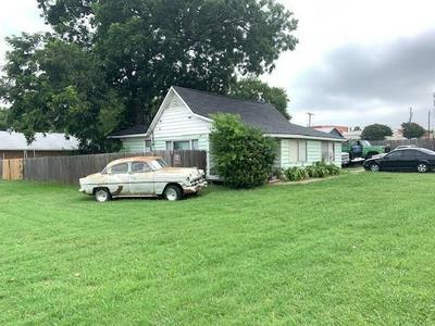 218 W WORTH ST, Grapevine, TX 76051 - Photo 2