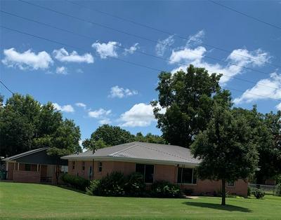 320 N HICKORY ST, Muenster, TX 76252 - Photo 1