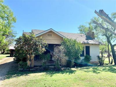122 SUNSET BLVD, Breckenridge, TX 76424 - Photo 2
